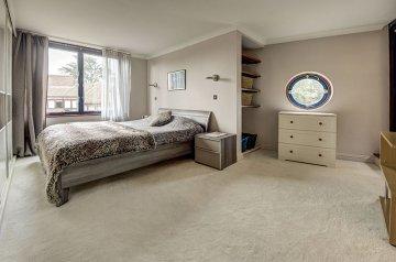 2 Bedrooms, 2 Bathrooms NW3 7NE